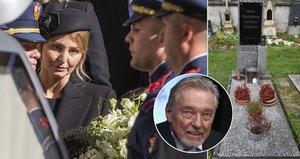 Karel Gott (†80) stále nemá hrob: Urnu už ale přemístili!