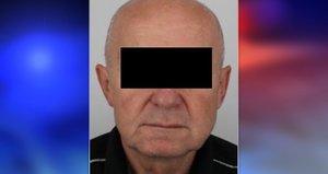 Zoufalé pátrání po seniorovi s parkinsonem: Policisté ho vyprostili z nepřístupného terénu
