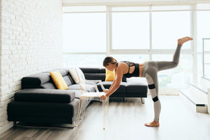 5 cviků se židlí. Zpevněte nohy, ruce i střed těla