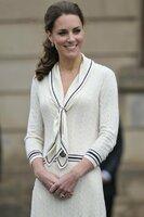 Je to figurína ve výloze s dokonalým úsměvem, prohlásila o Kate známá spisovatelka s křivými zuby