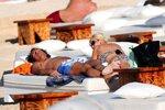 Se svým milencem si Ivana užívá v Karibiku