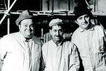 Tři fasádníci — Libíček, Brodský a Sovák z komedie Světáci