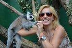 "Geri se svým jmenovcem - lemurem ""Ginger""."