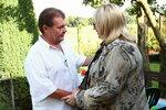 Naďa hosty uvítá borůvkovým vínem, jak to zná z Podkrkonoší, odkud pochází.