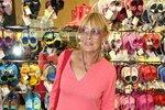 Takhle to Janě slušelo na zářijovém otevření butiku s botami.
