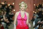 Anna Nicole Smith na přehlídkovém mole.