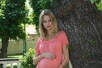 'Hrozně si těhotenství užívám, baví mě, že konečně nemusím zastrkovat břicho.'