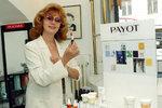 Saskia se snažila po roce 1989 podnikat v kosmetickém průmyslu, dvakrát ale skončila na dlažbě.