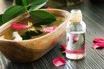 Vyrobte si doma pleťovou růžovou vodu bez chemie a konzervantů
