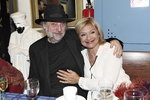 Za Janou Paulovou přišel do divadla její manžel Milan Svoboda.