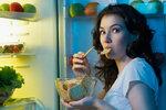 Jíte, ale stále máte hlad? Možná vám chybějí bílkoviny nebo příliš hltáte