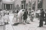 Ze zákulisí svatby Diany a Charlese: Nevěsta se svým princem. Oba vypadají velmi šťastní.