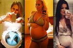 """Selfie mánie těhotných: Slavné """"kuličky"""" si fotí břicha na záchodcích"""