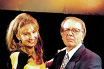 Bubílková spolupracovala s Miloslavem Šimkem, připravovali spolu satirické pořady.