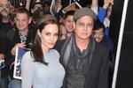 Angelina Jolie a Brad Pitt na premiéře  snímku U moře, kde si oba zahráli a Jolie dokonce film i režirovala.