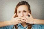 Tajemství vonného dechu: Proč někomu páchne z úst?