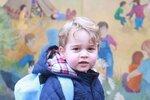 Princ George na první cestě do školky