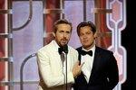 Brad Pitt a Ryan Gosling během předávání Zlatých Glóbů.