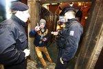 Policie při kontrole odhalila 660 opilých nezletilců, rodiče je omlouvají