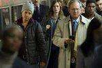Emily Blunt jako alkoholička Rachel ve filmu Dívka ve vlaku