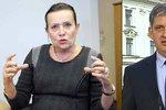 Odsouzená Vitásková má jistější židli. Dienstbier: Kvůli zákonu končit nemusí