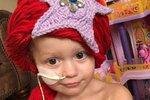 Američanka šije malým holčičkám paruky princezen, aby nebyly smutné, že přišly během léčby o vlasy.