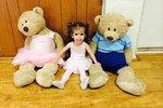 To není panenka! Tříletá holčička váží pouze osm kilogramů!