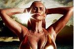 Na věku ani barvě vlasů nezáleží: Šestapadesátiletá žena se stala bikiny modelkou!