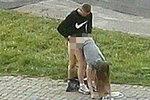 Tenhle pár se rozhodně nestydí: Roztoužení milenci si užívali na chodníku za bílého dne!