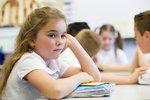 """Děti ze """"základky"""" umí číst a počítat lépe než středoškoláci, zjistila studie"""