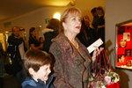 Máma Carmen s vnukem Toníkem.