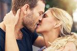 Triky, jak se naučit líbat tak, aby se od vás nemohli odtrhnout