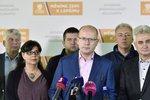 ČSSD nad propastí, členy naštval průzkum. Politolog: Je Sobotka v ohrožení?