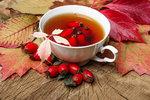 Šípkový čaj nevařte, ale louhujte! Jak na bylinky, abyste nepřišli o vitaminy?