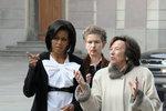 Obamovi v Praze v dubnu 2009: Michelle Obamovou provedla Livia Klausová.