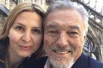 Celebrity na síti: Karel Gott s Ivanou v Itálii a Krainová se odhalila