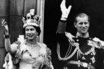 Alžběta II. v den korunovace v červnu 1953. Na trůn usedla ale už 6. února 1952.