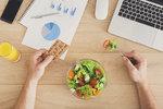Co jíst v kanceláři a co na noční? Hubnutí jako na míru pro vaše zaměstnání