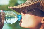 Nebezpečná dehydratace: Zápach z úst a 4 další varovné příznaky, že se týká i vás!