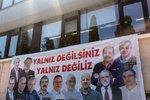 Až 43 let v base. Erdogan chce zavřít opoziční novináře, údajně pomáhali s pučem