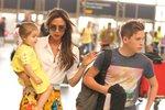 Victoria Beckham, Harper a Brooklyn na letišti v LA.