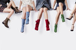 Chladnější dny jsou tu a tak je na čase pomalu zandat sandálky a pořídit si stylové podzimní boty. Podívejte se, jaké budou letos opravdovým hitem a které trendy z loňského podzimu s námi ještě chvíli zůstanou.