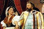 Jako kurážná vdova Kubátová v pohádce Byl jednou jeden král