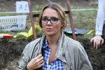 Lucie Vondráčková jako archeoložka v seriálu Kapitán Exner