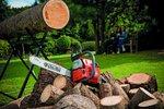 Příprava dřeva na zimu. S motorovou pilou máte hotovo již za pár hodin.