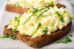 Co s vykoledovanými vajíčky? Nejlepší recepty z vajec natvrdo