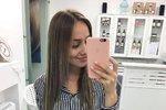 Anna Kadeřávková (20)  se po letech vrátila ke své původní barvě vlasů.