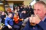 Topolánek u piva: O rodičích v KSČ, Dalíkovi a děvkách v bazénu