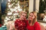 Reese Witherspoon slaví Vánoce se svou rodinou doma.