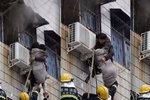 Postižený muž vyšplhal jenom po rukách do třetího patra hořící budovy, aby zachránil těhotnou ženu